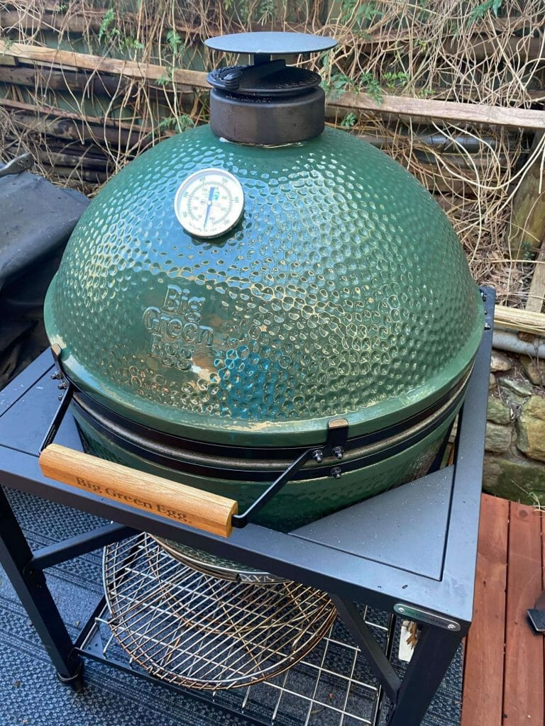 the BGE preheating almost ready to do my pork butt
